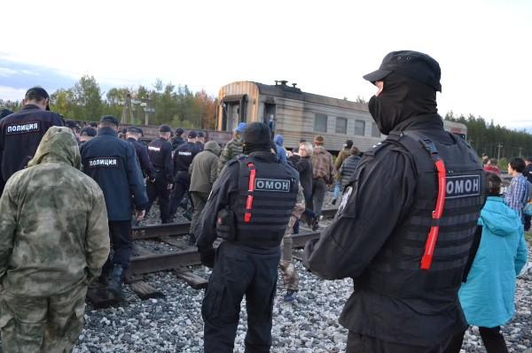 За день на Шиесе разгрузили два вертолета с топливом, число задержанных активистов выросло до трех