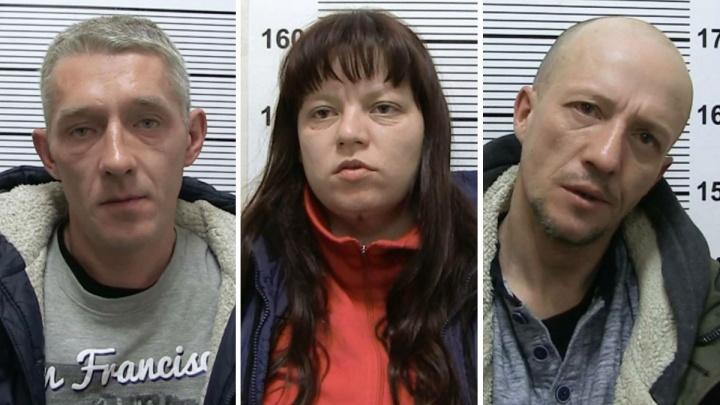В Екатеринбурге разбойники с ножом ворвались в дом и забрали серьги у пенсионерки