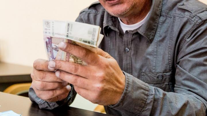 Пытаясь утроиться на работу, мужчина лишился 260 тысяч рублей