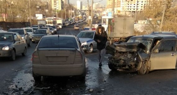 На Щербакова в аварии с 4 легковушками пострадали два человека