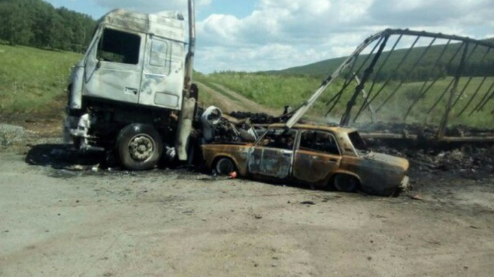 Авария на трассе в Башкирии: легковушка влетела в грузовик