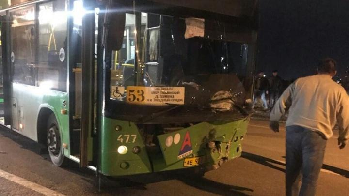 Водитель отечественной легковушки, протаранившей автобус на Лесобазе, скончался в больнице