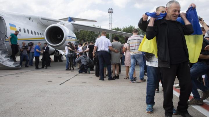 Осужденные в Ростове Павел Гриб и Олег Сенцов отправились на Украину