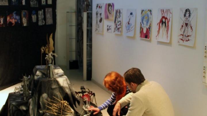 Полный шизарт: экспонаты челябинских мастеров арестовали в Торговом центре