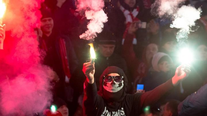 Зажигали пиротехнику на матче: «Крылья Советов» оштрафовали за поведение фанатов