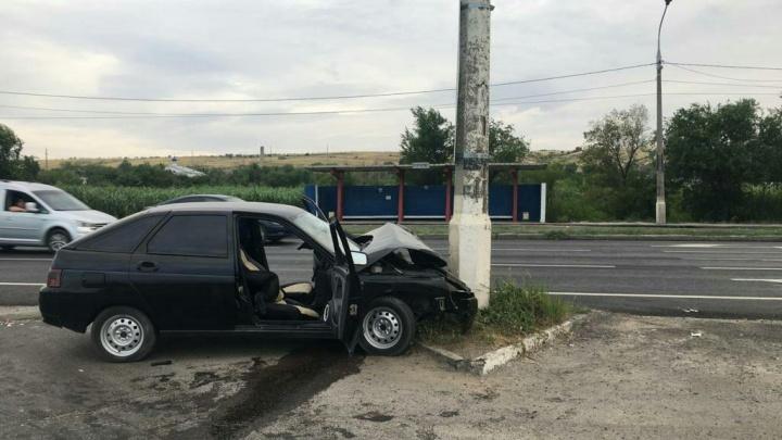«Бухали. У пацана был день рождения»: в Волгограде машина влетела в столб, погиб 30-летний именинник