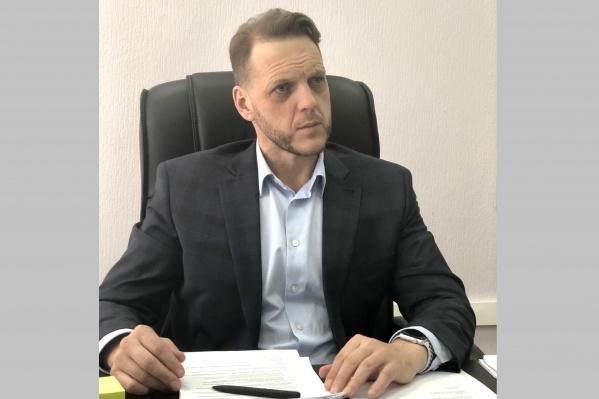 Cломанные рольставни начальник ГЖИ Евгений Пономарёв обнаружил сегодня утром