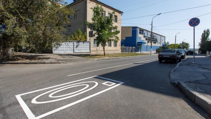 Парковка запрещена: новая разметка выселяет волгоградцев с улицы в центре города