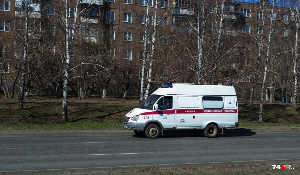 Артём Карасик утверждает, что скорая приехала быстро, но оказывать помощь медики не спешили