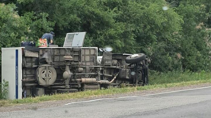 Автобус с зэками перевернулся в Ростовской области