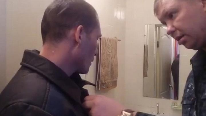 Засунувший голову осуждённого в унитаз сотрудник ГУФСИН отстранён от службы