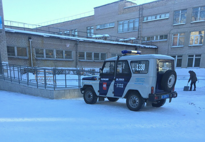 Очевидцы сообщают, что из школы № 62 сейчас вывели всех учеников