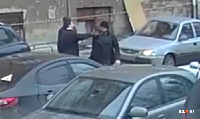 Конфликт на Пушкина начался из-за того, что один из водителей не захотел отъехать