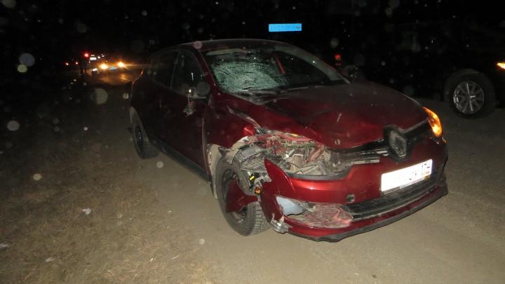 Не заметил в темноте? Автомобилист сбил двух человек на дороге под Челябинском