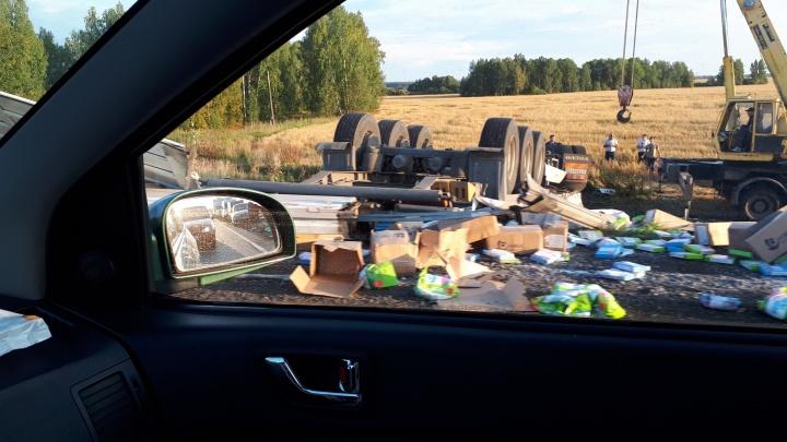 На федеральной трассе Тюмень — Омск перевернулась груженая фура