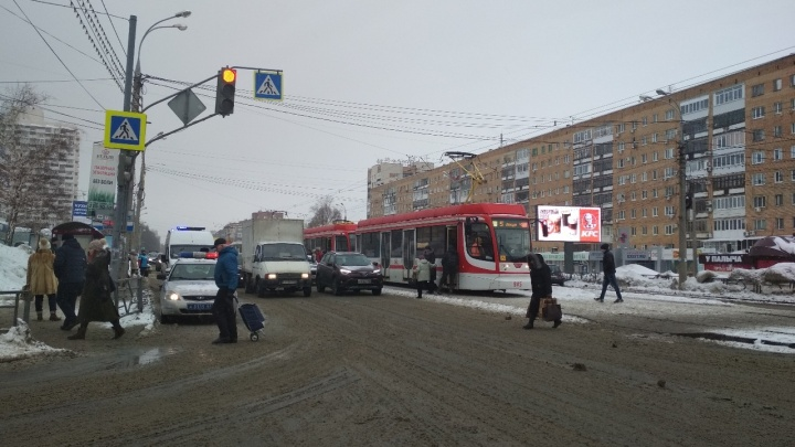На проспекте Ленина трамвай сбил 81-летнюю женщину