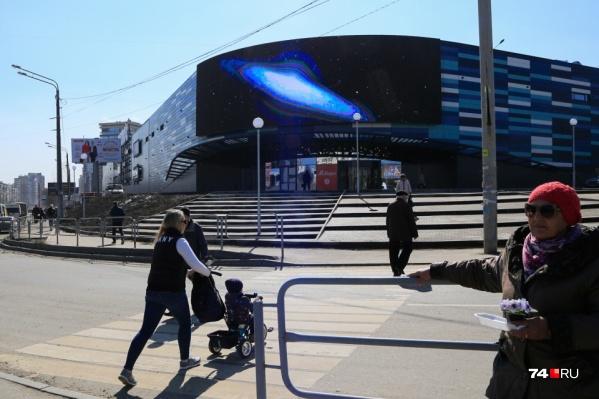 ТРК «Космос» отрыли 29 марта, а с претензиями жители Северо-Запада пришли к его руководству в конце весны