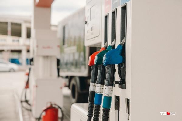 Стоимость 95-го бензина за неделю увеличилась на рубль, а дизтоплива на 50 копеек