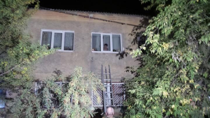 Люди просили о помощи и выпрыгивали из окон: во Втузгородке сгорело бывшее общежитие