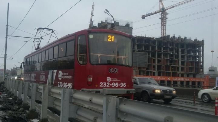 Макаровскому мосту добавят трамваев, если будет спрос