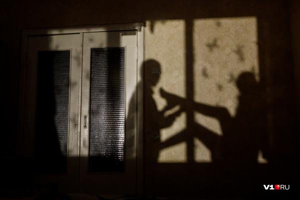 Горожанка побоялась признаваться супругу в неверности и заявила об изнасиловании