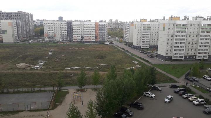 Школа отменяется? В Челябинске с участка, отведённого под учебное заведение, увезли бетонные плиты