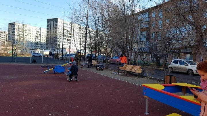 «Здесь убиться можно!»: жители и депутаты возмущены новым сквером на улице Краснофлотской