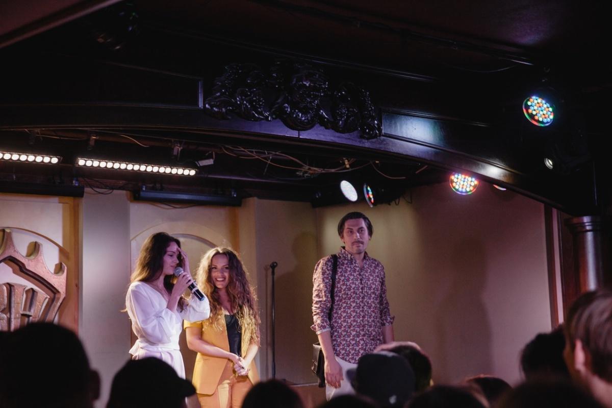 Фото с концерта в Екатеринбурге. С микрофоном Полина Полицеймако