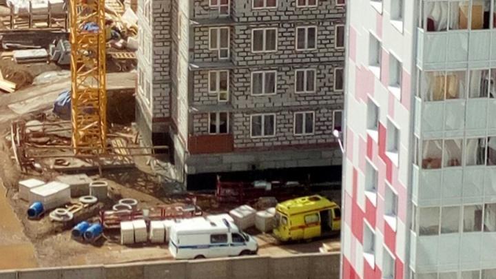 В Перми в районе Красных казарм мужчина упал со строящегося дома
