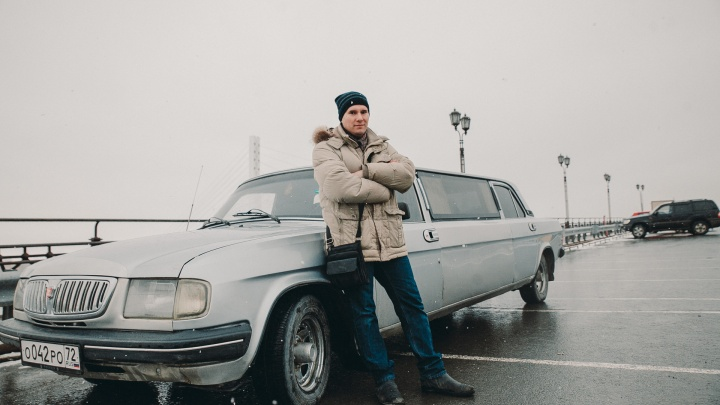 Многодетный тюменец возит детей во Дворец на «Волге»-лимузине.Показываем, как авто выглядит изнутри