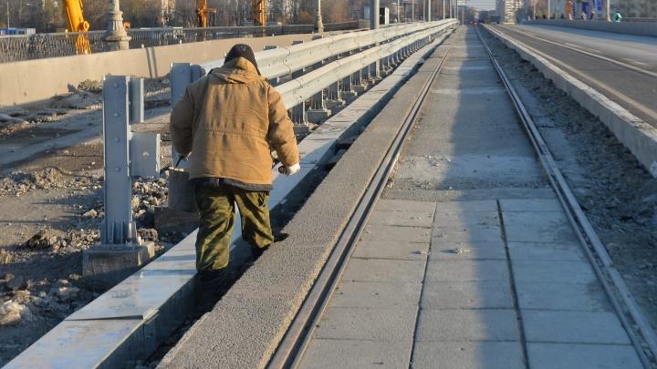 Сегодня днём на Макаровском мосту пустят трамваи