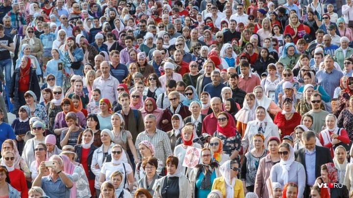 Хипстеры, военные и батюшки: Пасха в Волгограде в лицах празднующих горожан