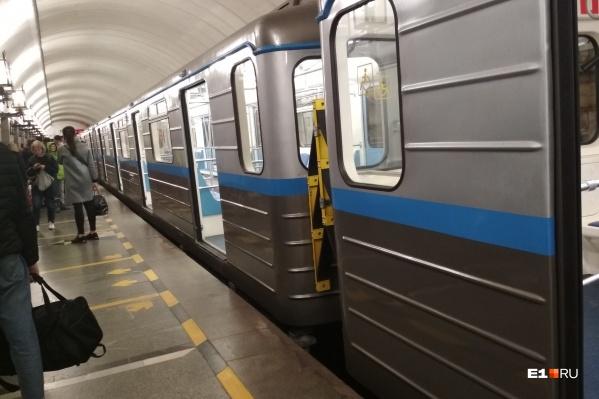 Состав с трудом доехал до станции «Уральская»