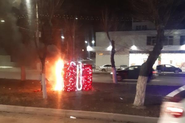 Оба новогодних арт-объекта украшали Дзержинский район