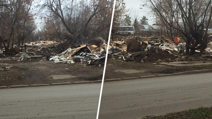"""«Стыдно за такой """"пейзаж""""»: на Карла Маркса образовались горы мусора из снесенных гаражей"""