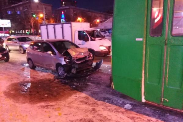 Автомобиль получил серьёзные повреждения