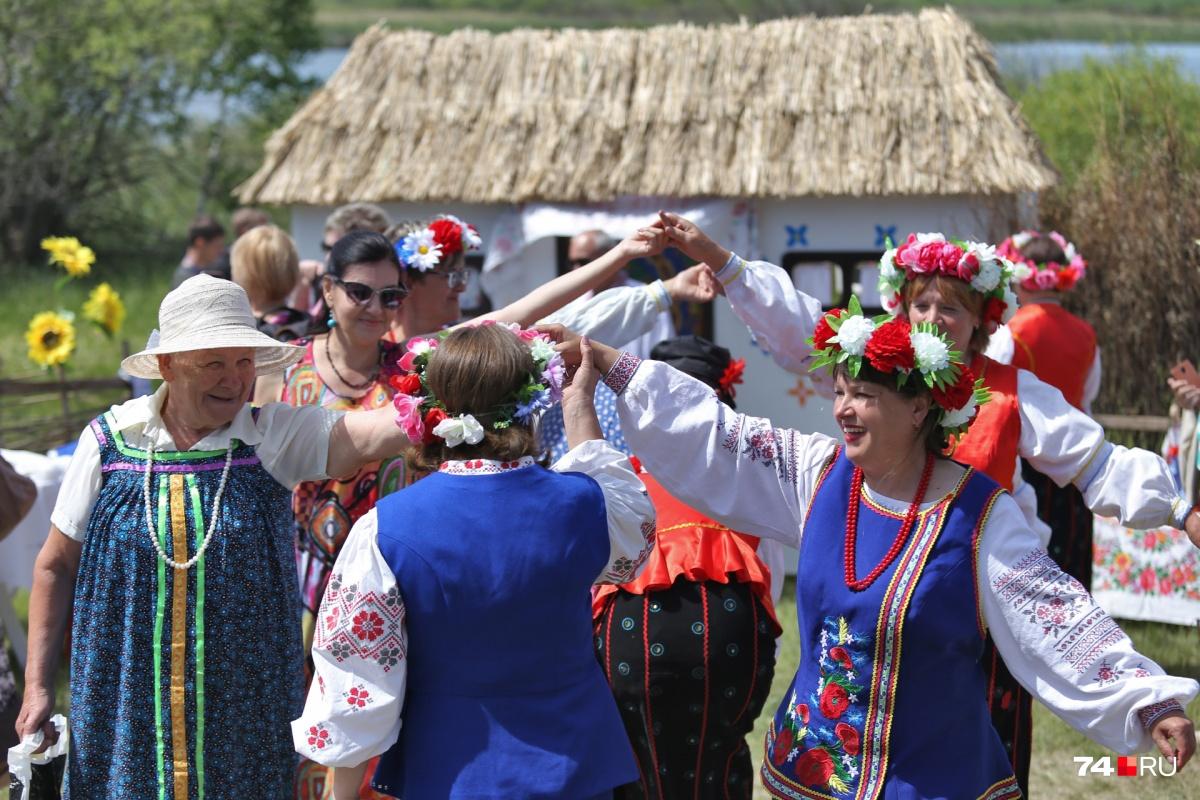 В одном хороводе танцевали разные народы