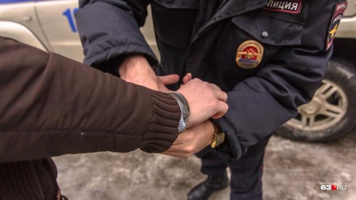 В Самарской области мужчина представился сотрудником полиции, чтобы ограбить супругов