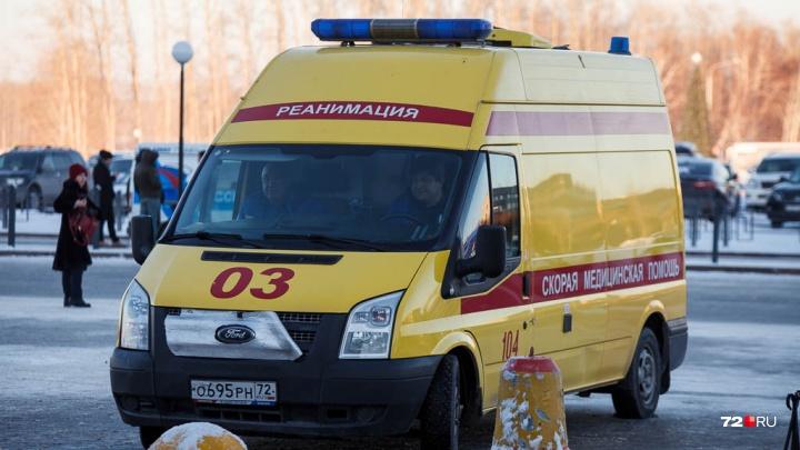 Нетрезвый пешеход получил тяжелую травму головы, попав под колеса автобуса в Тюменской области