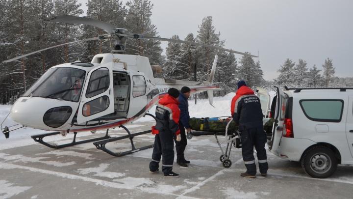 В деревне из пожара спасли мужчину и с сильными ожогами на вертолёте доставили в Екатеринбург