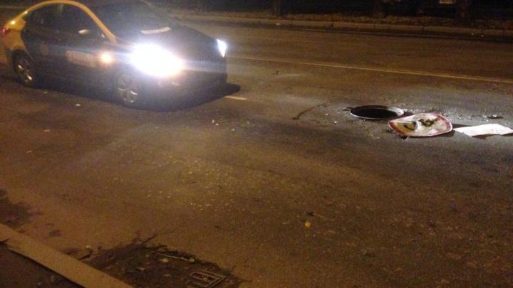 «Услышал хлопок и остановился»: екатеринбуржец разбил взятую напрокат машину из-за открытого люка