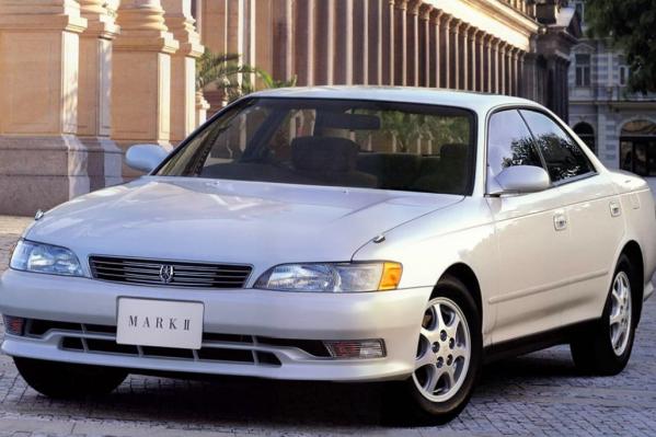 Toyota Mark 2. Как думаете, сколько литров бензина сжигает автомобиль?