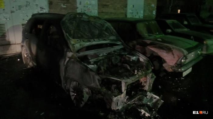 Огонь фактически полностью уничтожил Lada