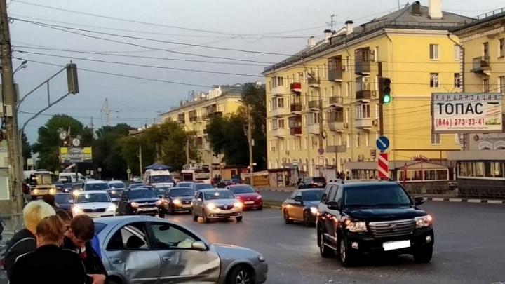 Не поделили: на Гагарина — Запорожской в Самаре не разъехались два авто