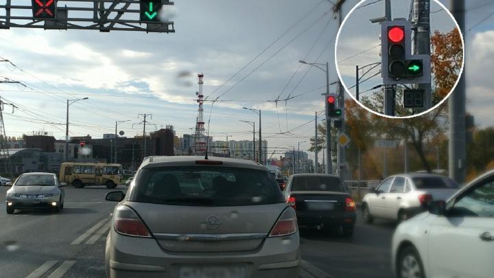 Зимой и летом — одним цветом: на Московском шоссе провели апгрейд светофоров