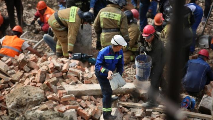 «Господь к нам милостив»: подрядчик прокомментировал обрушение стены на улице Ударной