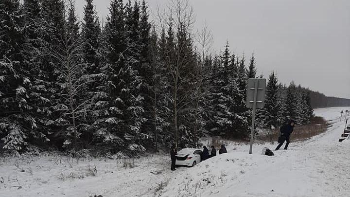 Снегопад стал причиной смертельной аварии с участием Hyundai Solaris на трассе в Башкирии