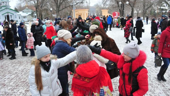 Поваляться на сене и походить на ходулях: волгоградцев зовут в Комсомольский парк проводить зиму