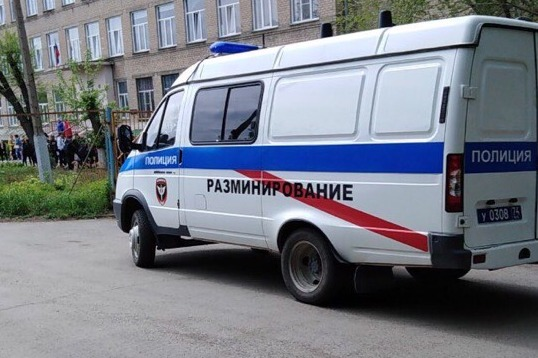 «Мы не знали, что нашли»: в Челябинске эвакуировали школу из-за странного ящика, найденного учителем