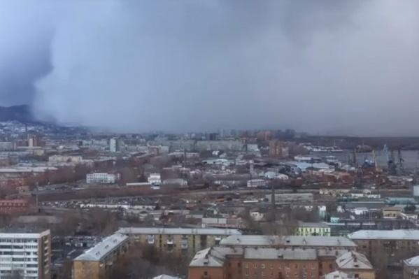 Как метель и вьюга захватывают Красноярск
